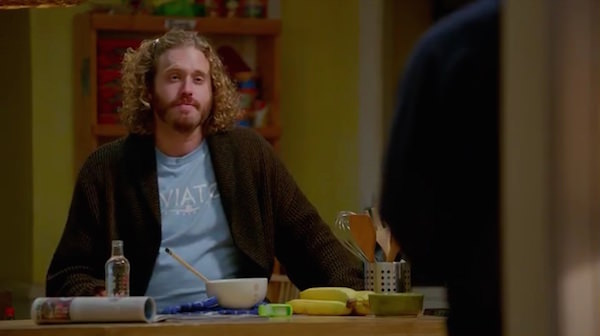 Silicon Valley Erlich wears his blue AVIATO Airplane t-shirt in the kitchen in Minimum Viable Product
