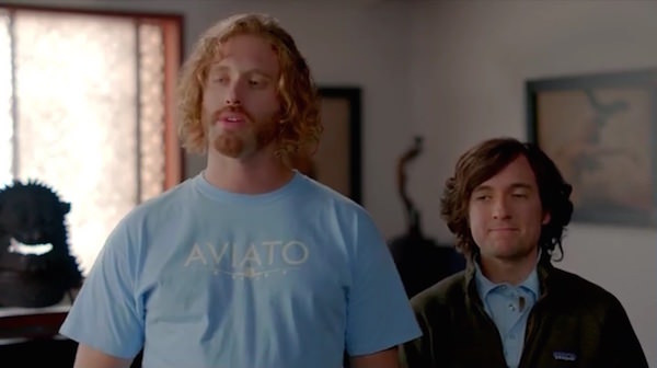 Silicon Valley Erlich wears his blue  AVIATO airplane t-shirt  in Minimum Viable Product