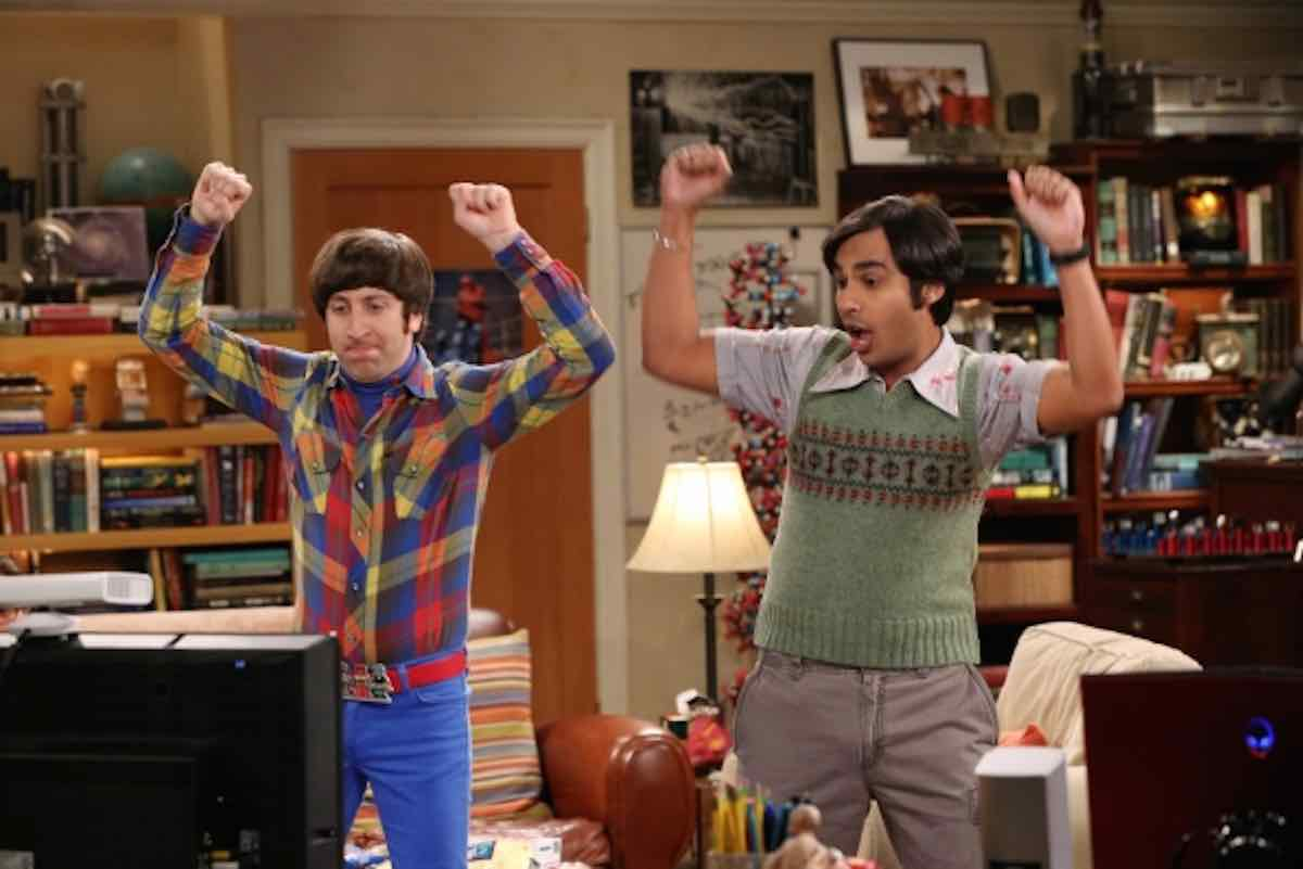 The Big Bang Theory Raj and Howard playing Star Wars Microsoft XBox 360 in The Extract Obliteration